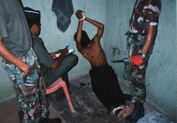 Historias de tortura de hombres gay gratis