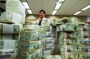 A foreign exchange banker. Chung Sung-Jun/Getty Images