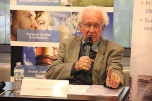 In the lecture Professor Galtung distilled his experience of 30 years of mediation.
