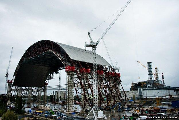 TRANSCEND MEDIA SERVICE » Chernobyl's Arch: Sealing Off a
