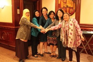 WOMEN POWER. (L to R) Juckra Abdulmalik and Roslaine Lidasan Macao-Maniri of the MILF peace panel's technical working groups, Emma Leslie of the International Contact Group, government peace panel chair Miriam Coronel-Ferrer, Undersecretary Zenonida Brosas and Undersecretary Bai Yasmin Busra-Lao in Kuala Lumpur last week. PHoto courtesy of OPAPP Read more http://www.mindanews.com/peace-process/2014/01/28/special-report-the-women-in-the-bangsamoro-peace-process-history-herstory