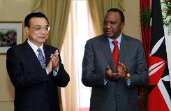 Chinese Premier Li Keqiang (left) and Kenya's President Uhuru Kenyatta applaud the signing of the Standard Gauge Railway agreement at the State House in Nairobi on May 11, 2014. afp.com / POOL / Pool
