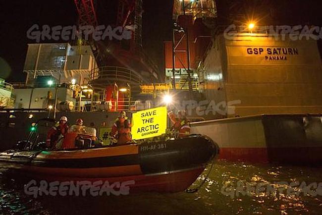 greenpeace bloks oil rigs arctic