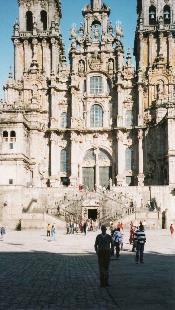 21- Eu em frente a Catedral de Santiago de Compostela