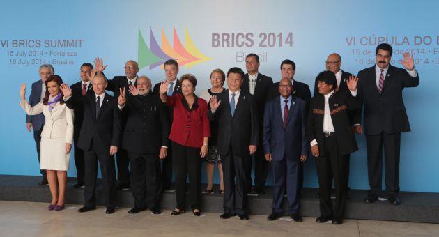 ¨L'axe du mal¨ tend à s'étoffer puisqu'il représente déjà près de la moitié de la population mondiale… De Cristina Fernandez à Evo Morales (premier rang) et de José ¨Pepe¨ Mujica à Nicolas Maduro (second rang), l'Amérique Latine a rencontré les BRICS (Brésil, Russie, Inde, Chine et Afrique du Sud) à Fortaleza (Brésil) du 15 au 16 juillet 2014.