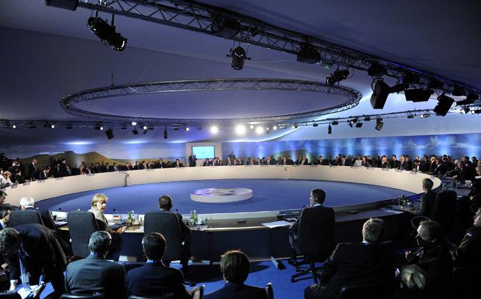 A general view shows the round table during the NATO-Ukraine meeting at the NATO Summit at the Celtic Manor Resort in Newport, Wales, September 4, 2014. (Reuters)