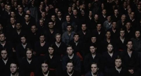 """Cena de """"1984"""", filme de Michael Radford adptado a partir do romance original. Para Pilger, """"na política, assim como no jornalismo e nas artes, parece que a dissidência, antes tolerada no 'mainstream', voltou a ser uma dissidência: um submundo metafórico"""""""