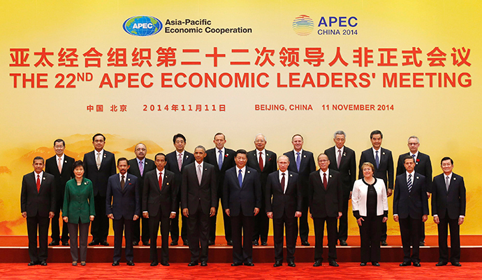 Asia Pacific Economic Cooperation (APEC) leaders pose for a family photo at the International Convention Center at Yanqi Lake in Beijing, November 11, 2014 (Reuters / Kim Kyung-Hoon)