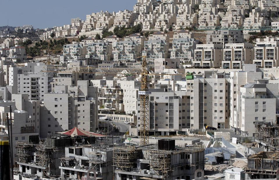 A partial view taken on October 29, 2014 shows cranes used to construct new buildings in the Israeli settlement of Har Homa, which was originally built in the 1990s, in the annexed Arab east Jerusalem area of Jabal Abu Ghneim (AFP Photo/Ahmad Gharabli)