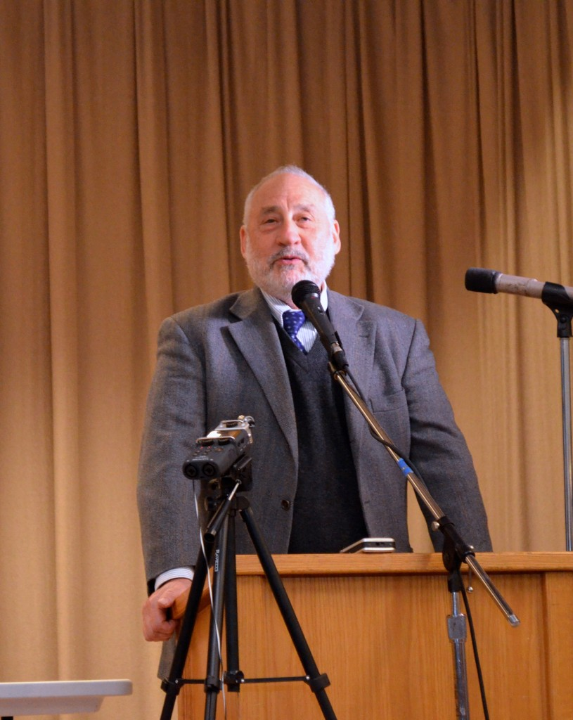 Joseph Stiglitz speaking in Jackson Heights, Queens on February 25 2015 (Image by David Andersson)