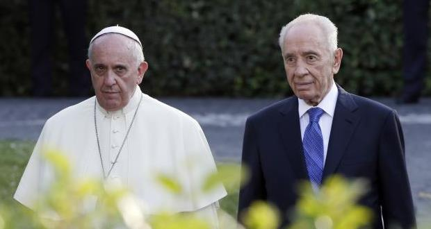 Pope Francis with Shimon Peres in June 2014. Source: UltimasNoticias