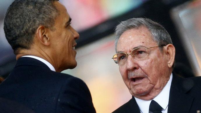 U.S. President Barack Obama (L) and Cuban President Raul Castro (Reuters/Kai Pfaffenbach)