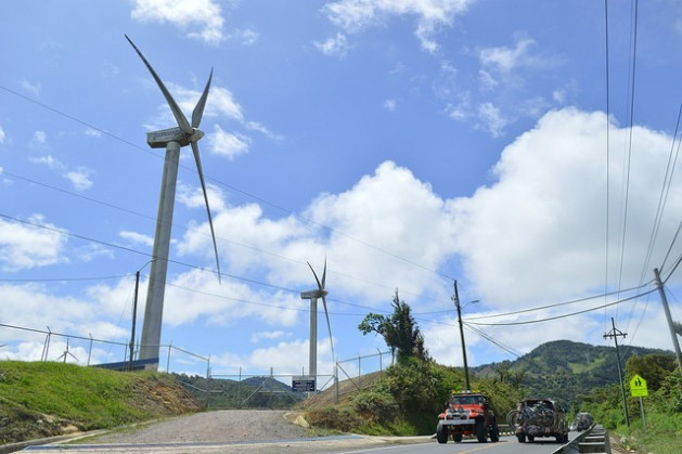 Seven percent of Costa Rica's electricity comes from wind power, thanks to wind farms such as the ones operating in the mountains of La Paz and Casamata, 50 km from San José. But the automotive industry remains a hurdle to the country's dream of achieving a totally clean energy mix. Credit: Diego Arguedas Ortiz/IPS