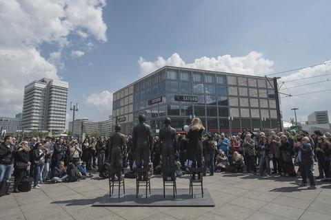 The crowd in Alexanderplatz