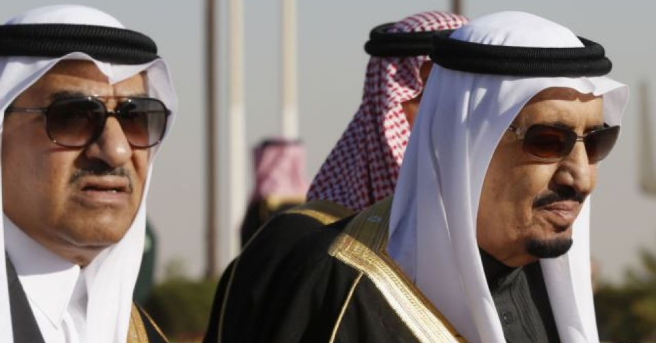 Saudi Arabia's Crown Prince Mohammed bin Nayef (L) seen here with his uncle King Salman (R) in Riyadh, January 27, 2015. King Salman has designated Prince Mohammed to attend this week's GCC summit at Camp David. (Photo: REUTERS/Jim Bourg)