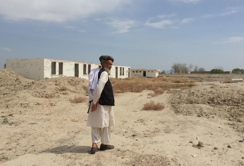 The ruins of Nahre Karez Primary School. Azmat Khan / BuzzFeed News