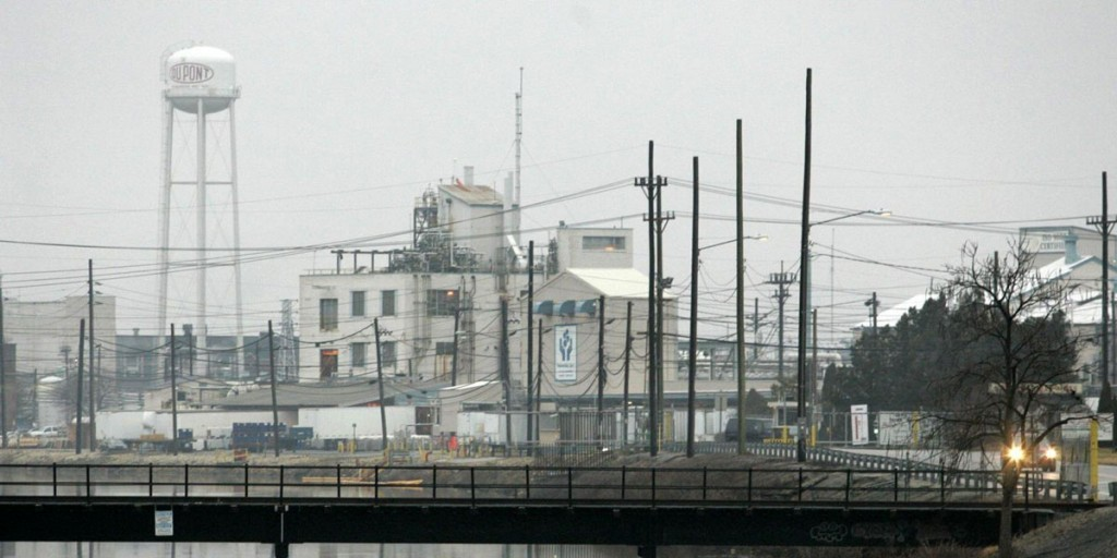 DuPont Chambers Works plant in Deepwater, New Jersey, Friday, Jan. 5, 2007. Photo: William Bretzger/The News Journal