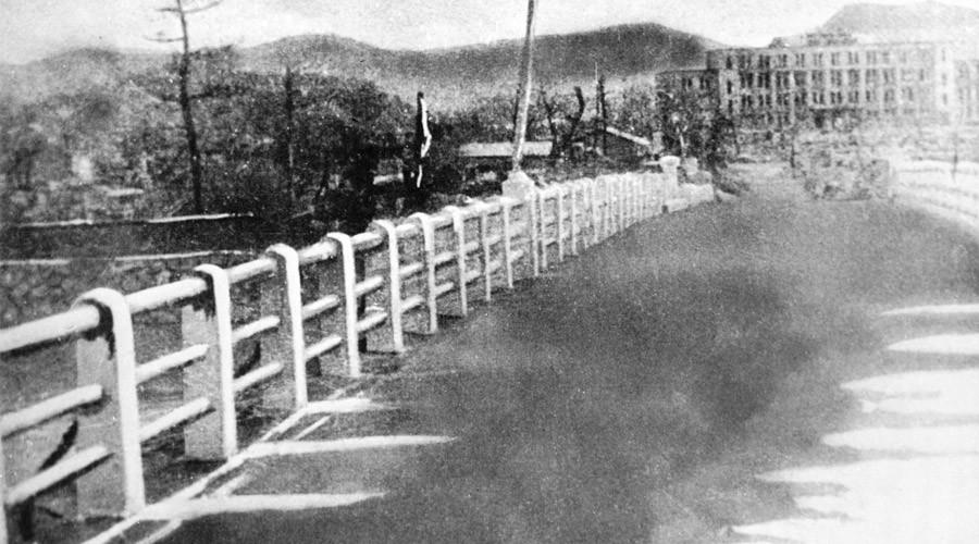 A bridge in Hiroshima following the atomic bombing. A photo taken in August 1945. © RIA Novosti / RIA Novosti