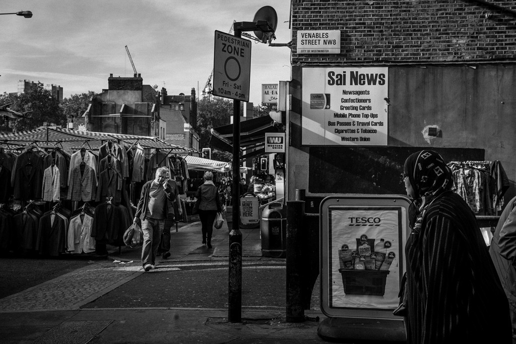 Church Street Market near Edgware Road, northwest London. Sept. 29, 2015. Photo: Andrew Testa for The Intercept