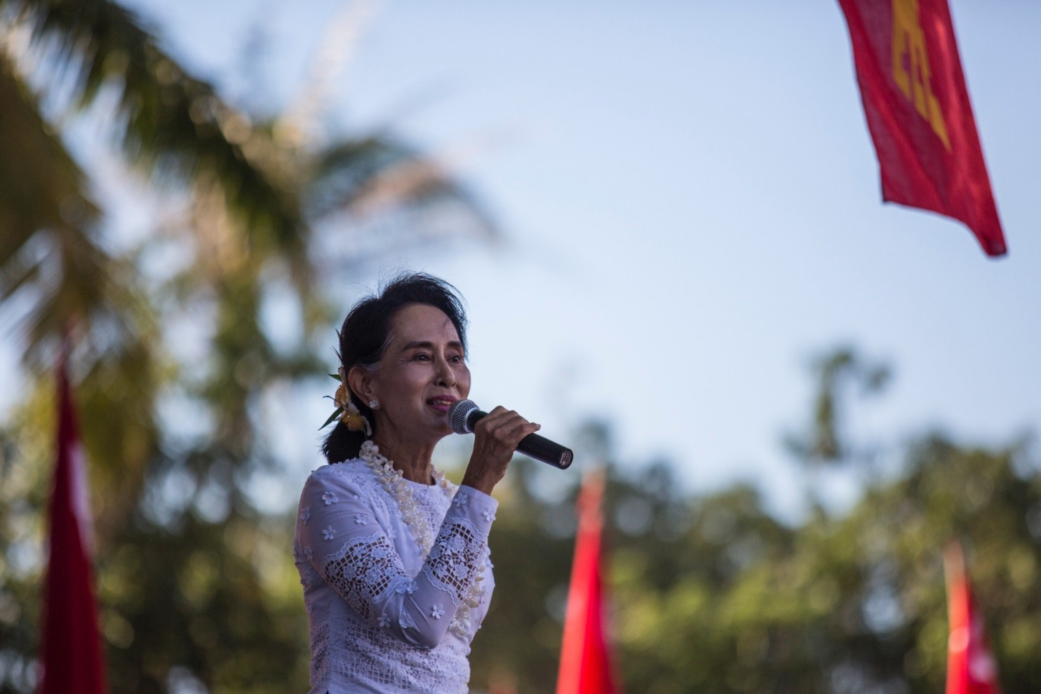 aung san suu kyi vs martin luther king jr Synthesis essay king vs aung san suu kyi 980 words | 4 pages martin luther king jr and aung san suu kyi king displayed forms of non-violence during the civil.