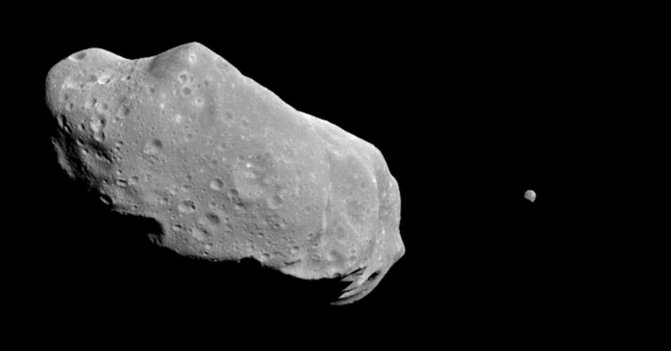 Asteroid Ida and its moon. (Photo: NASA APPEL/flickr/cc)