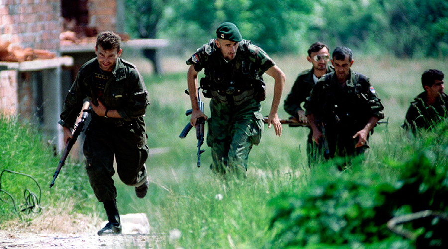 ARCHIVE PHOTO: Bosnian Serb soldiers run for cover during an operation near the northern Bosnian town of Brcko on the corridor connecting northern Bosnia with Serbia © Str / Reuters