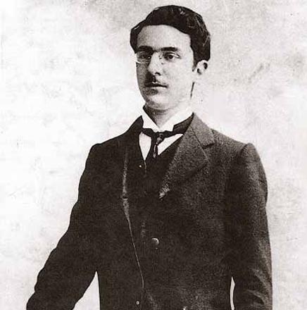 Fernando Pessoa jovem www.poesiaspoemaseversos.com.br