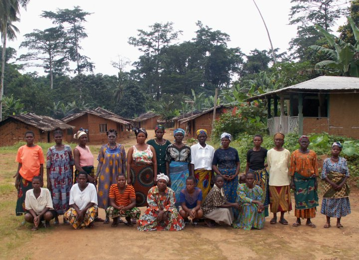 A group of Women from the Fabe village, threatened by Herakles' oil palm project
