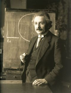 Einstein delivering a lecture in Vienna in 1921