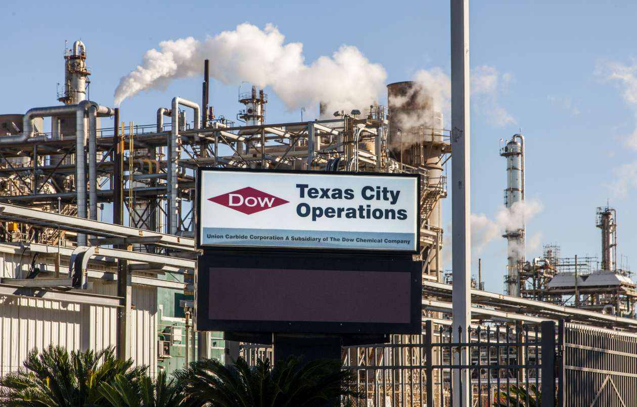 dow chemical bid for pbb privatization Dow chemical's bid for the privatization of pbb in argentina august 2006 what price should dow chemical bid for pbb, a petrochemical complex that is being privatized by the argentine government.