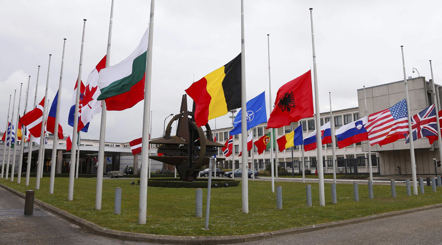 Flags fly at half mast at NATO headquarters in Brussels © Francois Lenoir / Reuters