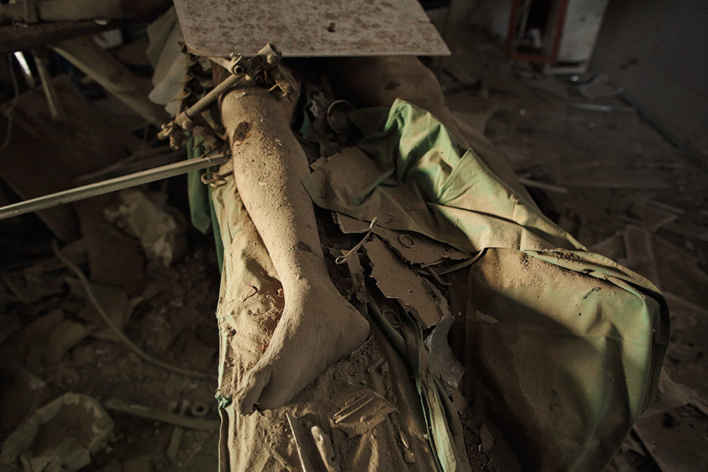 A patient — later identified as 43-year-old Baynazar Mohammad Nazar, a husband and father of four — lies dead on an operating table inside the MSF Kunduz Trauma Center, Oct. 10, 2015. Photo: Andrew Quilty/Oculi