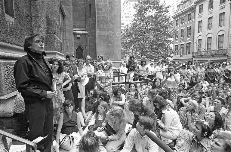 Rev. father Daniel J. Berrigan dead1