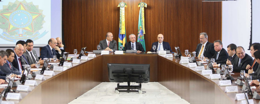 Interim President Michel Temer, center, held the first cabinet meeting to discuss the first steps of the government at the Planalto Palace in Brasília, Brazil, on May 13, 2016. Photo: Agencia Estado/AP