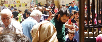 A late April MSRCL meal distribution event in South Beirut for hundreds of Syrian and Palestinian children.