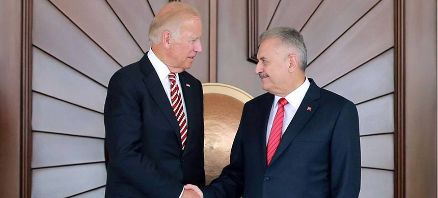 Turkish prime minister Binali Yildirim, right, and U.S. vice president Joe Biden at Cankaya Palace in Ankara. (photo: AFP/Getty Images)