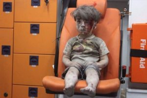 5-year-old Syrian toddler Omran Daqneesh removed from a collapsed building in Aleppo, Syria, 18 Aug 2016.  copyright AFP