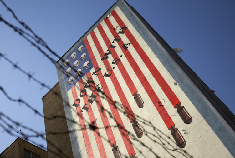 An anti-U.S. mural is seen on a wall of a government building in central Tehran October 12, 2011.  REUTERS/Morteza Nikoubazl