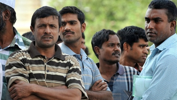 Foreign workers gather outside the Saudi immigration department. | Photo: AFP