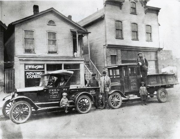 A moving company in Cleveland (The Western Reserve Historical Society, Cleveland, Ohio Allen E. Cole Collection)