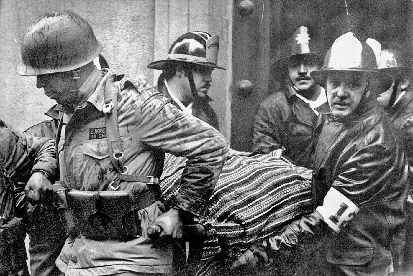 Regime change: carrying Allende's body, September 11, 1973. AP Photo / El Murcurio