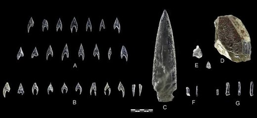 Objects studied in this paper. A: Ontiveros arrowheads; B: Montelirio tholos arrowheads; C: PP4-Montelirio dagger blade (Structure 10.049); D: Montelirio tholos core; E: PP4-Montelirio knapping debris (from UE-345 on the left and UE-919 on the right); F: PP4-Montelirio micro-blades (from Structure 10.015 on the left and Structure 10.043 on the right); G: Montelirio tholos microblades. © Miguel Angel Blanco de la Rubi