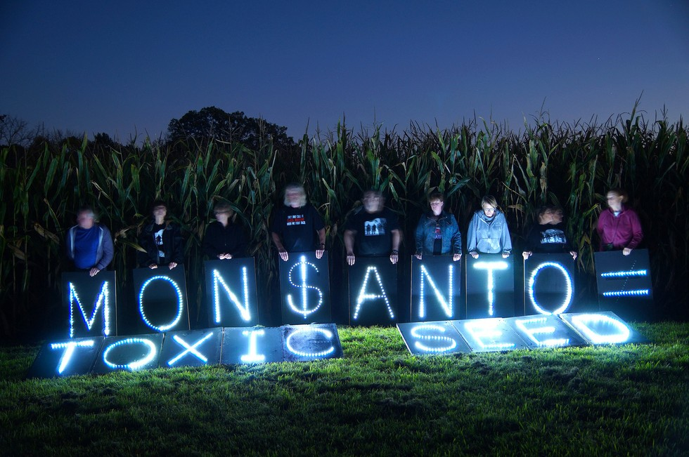 monsanto-toxic-seed-protest