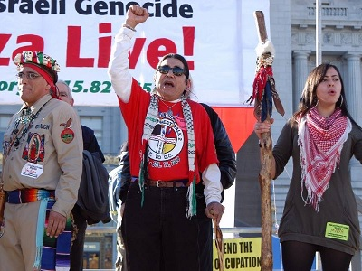 Native American activists taking a stand in support of Palestinian rights. (Photo: via Counter Currents)