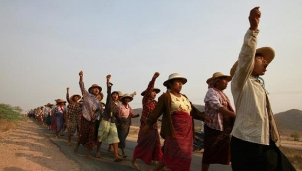 Villagers protest after their land was seized to allow for the expansion of a copper mine in Sagaing Division, March 13, 2013. | Photo: Reuters