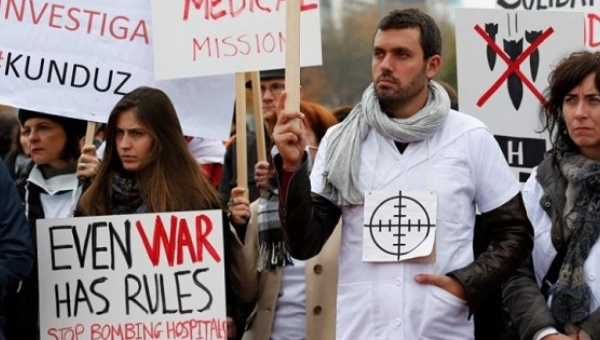The staff of Medecins Sans Frontieres (MSF), also known as Doctors Without Borders, demonstrates in Geneva, Switzerland November 3, 2015, one month after the U.S. bombing of their charity-run hospital in Kunduz in Afghanistan. | Photo: Reuters