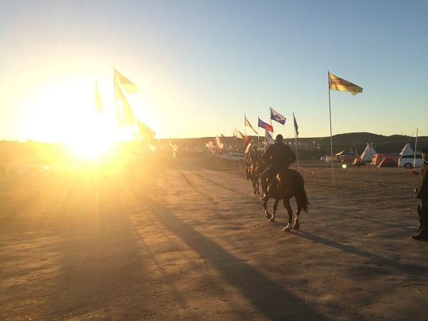 Horseback riders heading to frontlines | Photo: Nadya Raja Tannous
